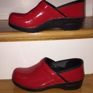 Dansko Bright patent red clogs NWOT highly padded
